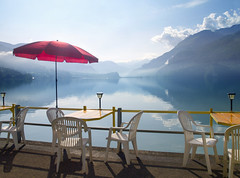 Lago de Brienz (inmacor) Tags: morning red summer luz maana nature water alpes reflections contraluz relax landscape lago switzerland rojo agua brienz brienzersee suiza paisaje explore silla romantic sombrilla vacaciones romantico interlaken reflejos montes tranquilidad mywinners abigfave ltytr2 ltytr1 ltytr3 ltytr4 ltytr5 superlativas theunforgettablepictures inmacor lamanoamiga tlytr1