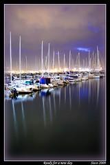At Down...Al amanecer (© Sisco) Tags: dock down amanecer muelle water sisco sea reflex reflejos reflejo reflections oceano ocean nocturna noche grancanaria fotosisco fotograncanaria d90 canaryislands canarias boats barcos barco atlántico atlantic