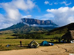 Necklace - Monte Roraima Trekking (TLMELO) Tags: camp brazil brasil clouds trekking climb venezuela hike acampamento mount nuvens gran monte canaima montanha montain barraca mountaineer trilha roraima sabana mountaineers tepui montanhista kukenan