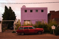 Pto. Madryn: curious moment (Ostrosky Photos) Tags: road street door new old pink windows sunset red summer people urban patagonia white house cute beach argentina colors strange car facade mix sand gate funny colorful view purple gente squares decay entrance rusty playa front bin verano rubbish madryn vity puertomadryn veraneo ptomadryn drit