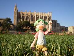 Yotsuba in Mallorca (Lnovell7) Tags: toy toys actionfigure manga figure palmademallorca yotsuba parcdelamar revoltech jfigure