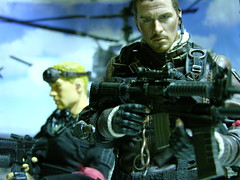 John Connor - Field Assault (1/6th shooter) Tags: toys actionfigure hero terminator t600 hottoys johnconnor endoskeleton sideshowtoys onesixth terminatorsalvation