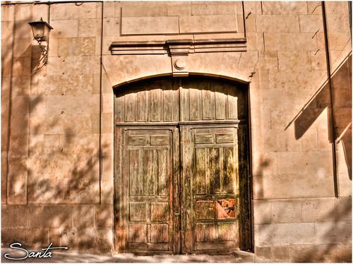 Puerta con sombras