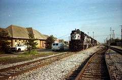 1990-4-27 - 2 - NS 5105, unknown, unknown NS 7033 - Southbound 123 - Carbondale, IL - Mary Rae McPherson photo (Mary Rae McPherson) Tags: train illinois trains carbondale freight railroads norfolksouthernrailroad