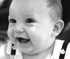 risa (Mercedes_Garcia) Tags: family parque bw smile square freedom kid model cielo bebe salto hermoso babysmile parquerivadavia blackwhitephotos blancoynegrobn memorycornerportraits mercedesgarcia lebetad minomodel