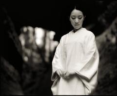 LIMBO : 14 (TommyOshima) Tags: blackandwhite monochrome takumar kamakura infrared kimono smc ilford limbo sfx r64 selfdeveloped 105mm f24 yuzen pentax67ii 友禅 fivestarsgallery shakadopass marieyasunaga