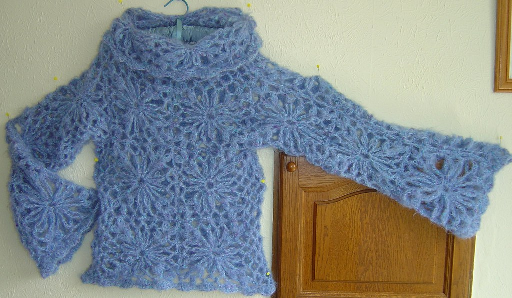 Floral Fantasy Pullover finished 001