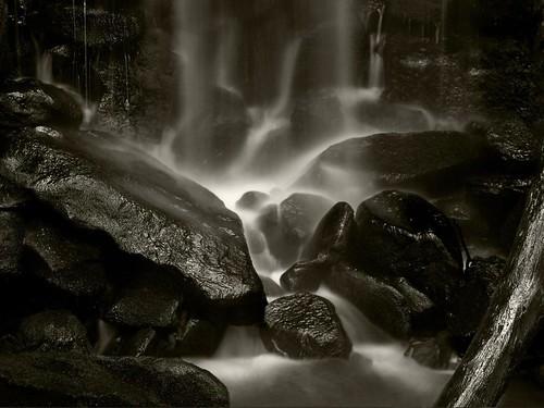 フリー画像| 自然風景| 滝の風景| モノクロ写真|        フリー素材|