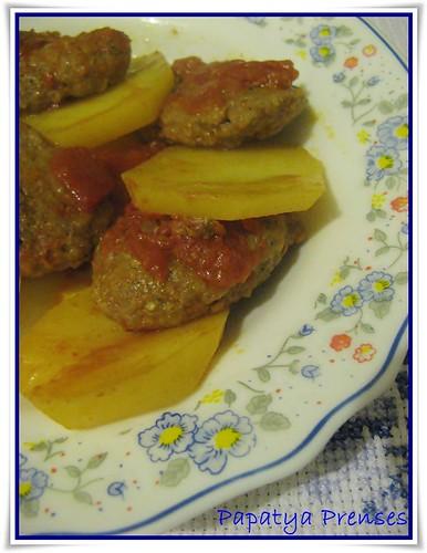 domates soslu köfte patates