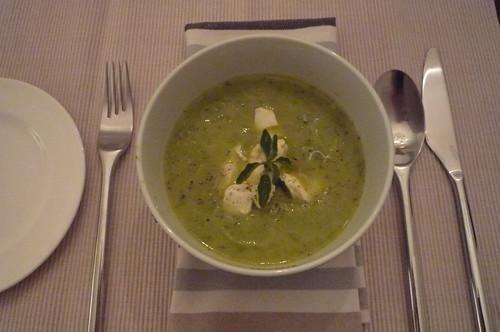 Zucchini soup with mozzarella