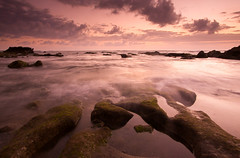 Dusk (Helminadia Ranford) Tags: bali canon indonesia photography passion 1022mm helminadia 50d seasacpe mengeningbeach