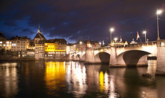 Basel bei Nacht (photo-maker) Tags: street city bridge night river schweiz switzerland nacht swiss strasse basel stadt brcke fluss rhein 2009 mittlerebrcke suiss strase flus 20091002195419