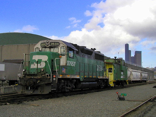 BNSF 2884 and Caboose