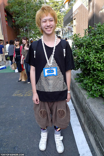 Smiling Guy in Harajuku -cool blonde hair style for guys