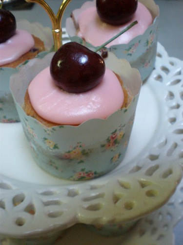 Apple, Black Cherry and Cinnamon Cupcakes in Shabby Chic Cupcake papers
