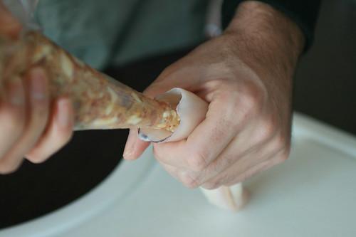 Rellenando los calamares