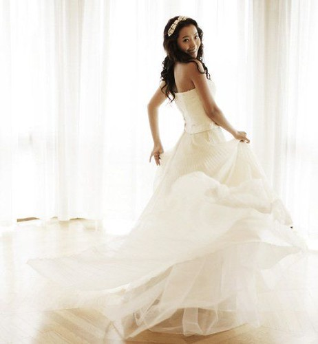 Wedding dress style of the present