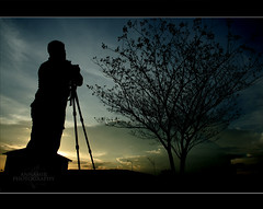 Siluet Lagi... (AnNamir c[_]) Tags: silhouette 350d photographer silo siluet inspiredbylove flickraward theperfectphotographer annamir buyie photographersworldbestfriends