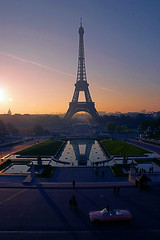 Sunrise, Tour Eiffel@Paris, France (hk_traveller) Tags: trip travel autumn vacation paris france color tower 20d sunrise canon photo europe canon20d eiffel traveller turbo      turbophoto abigfave