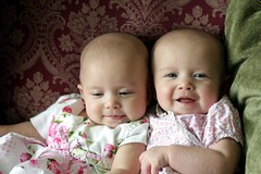 Our baybays (Electricfishphoto) Tags: lucy twins alice identicaltwins cutiepatooties 5monthsold twinbabies electricfish electricfishphoto gravygirls