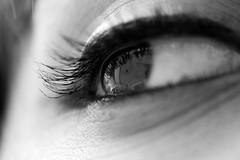 ([L] di .zuma) Tags: bw canon 350d bn occhi occhio biancoenero eyeliner rughe rimmel ciglia