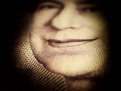 Queen's chin 20 pound note (cnflikt) Tags: money macro diy blog portfolio k800