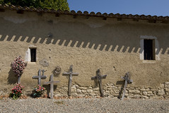 France - Gers (Thierry B) Tags: france cemetery photography photo frankreich europa europe dr frana fr francia   cimetire gers europen photographies    europedelouest cimetires   php  sarrant   westeurope 20090819  thierrybeauvir beauvir wwwbeauvircom droitsrservs