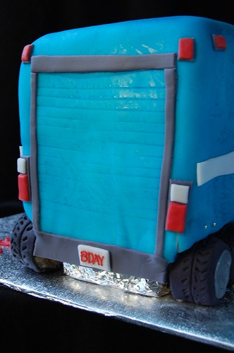 Luke's Mack Truck cake - rear detail