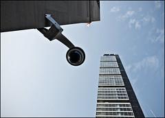 NYC - 7 ( CHRISTIAN ) Tags: camera city nyc newyorkcity sky urban ny newyork architecture skyscraper angle manhattan flag midtown ciel madison metropolis ville camra drapeau urbain megapolis mtropole gratteciel mgapole