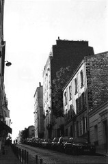 Streets of Montmartre. (Gunther Moreno) Tags: bw france streets 35mm canon f1 montmartre bn francia pars