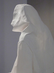 Collared One (Margiela 20th exhibition scenographer bob verhelst    /       0271 (  )  6+ Antwerp) (mansionmedia simon knight) Tags: white fashion design media belgium designer sinister profile lola exhibition jacket hood antwerp antwerpen anvers craic facebook  dicksbar margiela momu scenography hausderkunst provincie maisonmartinmargiela verhelst makingstrange ostranenie provincieantwerpen scenographie  simonknight mansionmedia  scenographer projectwerking chrisdercon bobverhelst kaatdebo  dicksbr  cultuurpromotie 23romilly thegreenfingernail greenfingernail