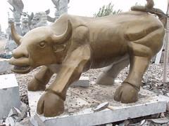 您好请收我们雕刻的石雕拓荒牛劲牛,美国华尔街牛幸运牛,牧童牛水牛图片(我中央美院嘉祥石雕厂刘亚)