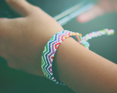 whiteandrainbow (*glow) Tags: light white playing colors psp rainbow colorful glow hand friendship handmade fingers craft games knot bracelet qa wrist crafty handcraft 190 braid doha qatar threads knotted qtr friendshipbracelet nouf bandwrist