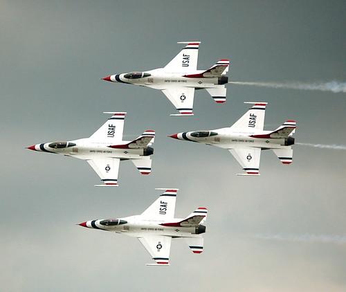 フリー画像| 航空機/飛行機| サンダーバーズ| 戦闘機| F-16 ファイティング・ファルコン| F-16 Fighting Falcon|      フリー素材|