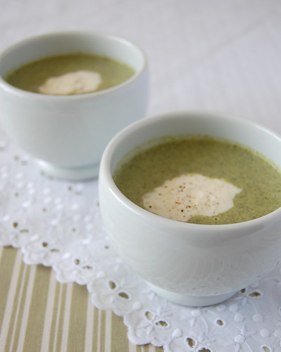 Lemon and broccolini soup / Sopa de brócolis e limão siciliano
