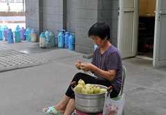 A woman selling sweet corns (Eigenspaces (Hongfang)) Tags: china xian jiaotonguniversity