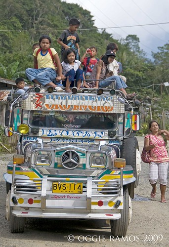 Nueva Vizcaya Kids toploading on Imugan Jeepney