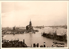 Hamburger Hafen - Kehrwiederspitze (jens.lilienthal) Tags: old classic port vintage boats photography boot harbor boat ship fotografie photos harbour ships hamburg 1