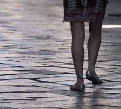 spazi .. (Beppe Modica) Tags: street sicily palermo colori luce sicilia gambe scattirubati flickrdiamond canoneos450ditalia