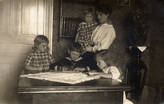 (YlvaS) Tags: family girls boy barn children sweden interior mother oldphotograph mor familj vintagephoto interir gammaltfotografi writingandreading