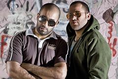 FRIENDS (YOUSEF AL-OBAIDLY) Tags: friends portrait canon kuwait f28 2470mm  strobist  580ii flickrestrellas