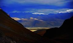 Looking down on Damzhung (reurinkjan) Tags: nature tibet 2008 changtang namtsochukmo tibetanlandscape tengrinor lhachennagenla janreurink damshungcounty damgzung nyenchentanglarange damzhung བོད། བོད་ལྗོངས། བཀྲ་ཤིས་བདེ་ལེགས། བྱང་ཐང།