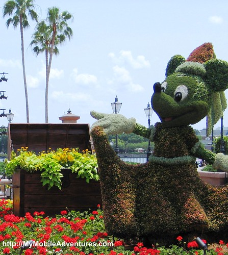 IMG_4272_crop-Minnie-Mouse-topiary