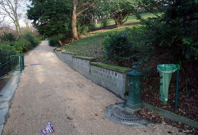 Un point d'eau : dans les squares de Paris, les fontaines se ressemblent toutes