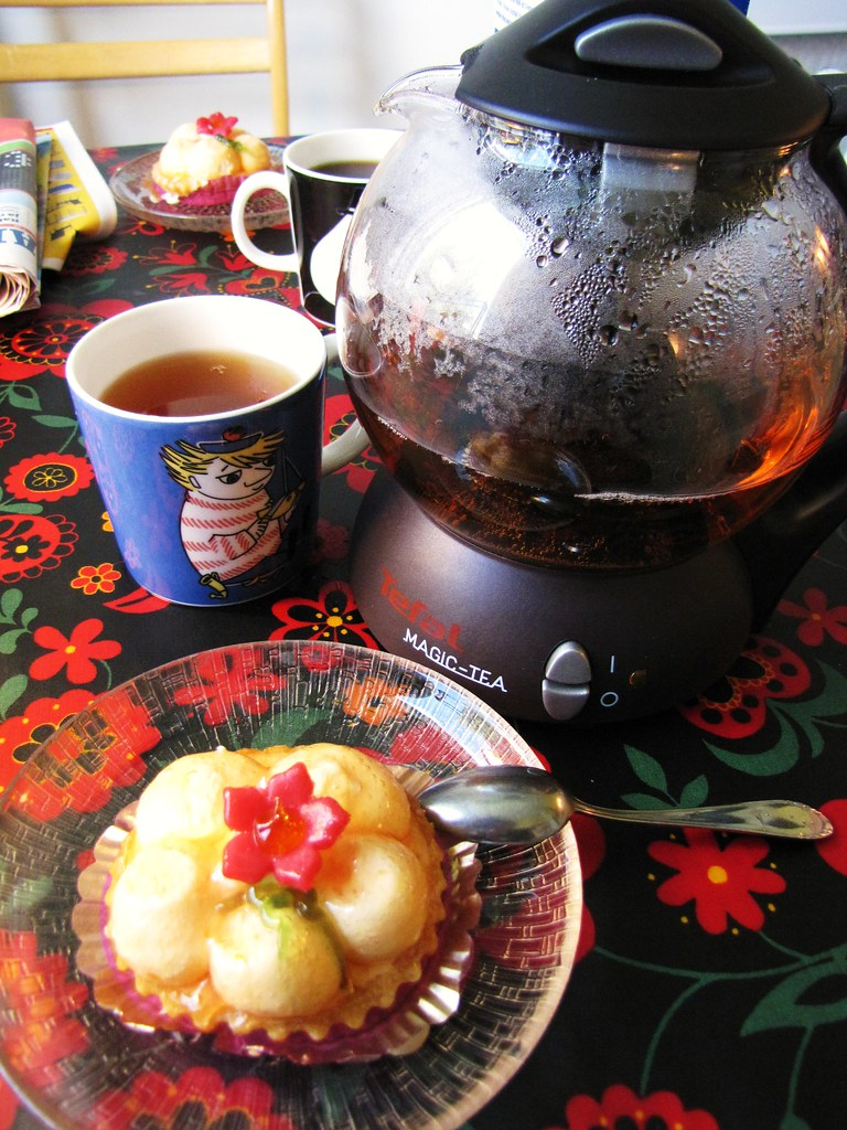 """""""Floral pastry"""" and tea!"""