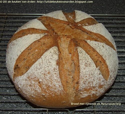 Brood met lijnzaad en Natursauerteig