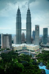 The world's tallest twin towers (Edzone) Tags: park garden petronas malaysia soe klccpark supershot flickrsbest abigfave thetallesttwintowersintheworld
