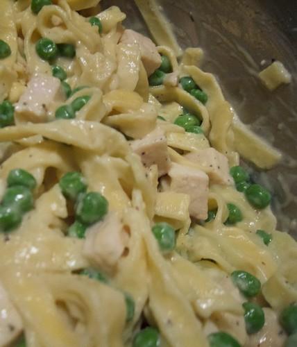 Fettuccini Alfredo w/ Peas & Chicken