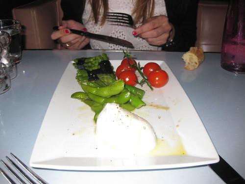 Ensalada de judías verdes, espárragos y mozzarella