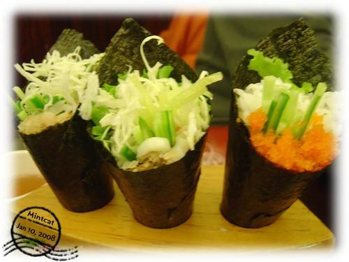 【中壢美食推薦】名賀日本料理・包進軟殼蟹的加洲捲料滿又好吃